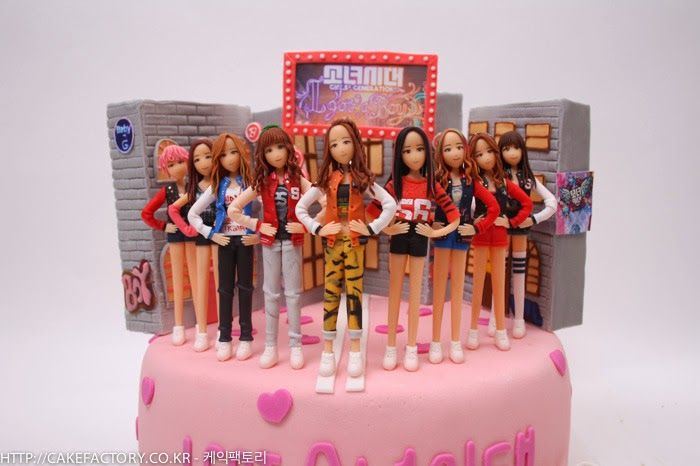 Kpop Fans Giving Birthday Cakes To Their Idols I Cldnt Pass By This One It Was So Amazing Themed Cakes Cake Birthday
