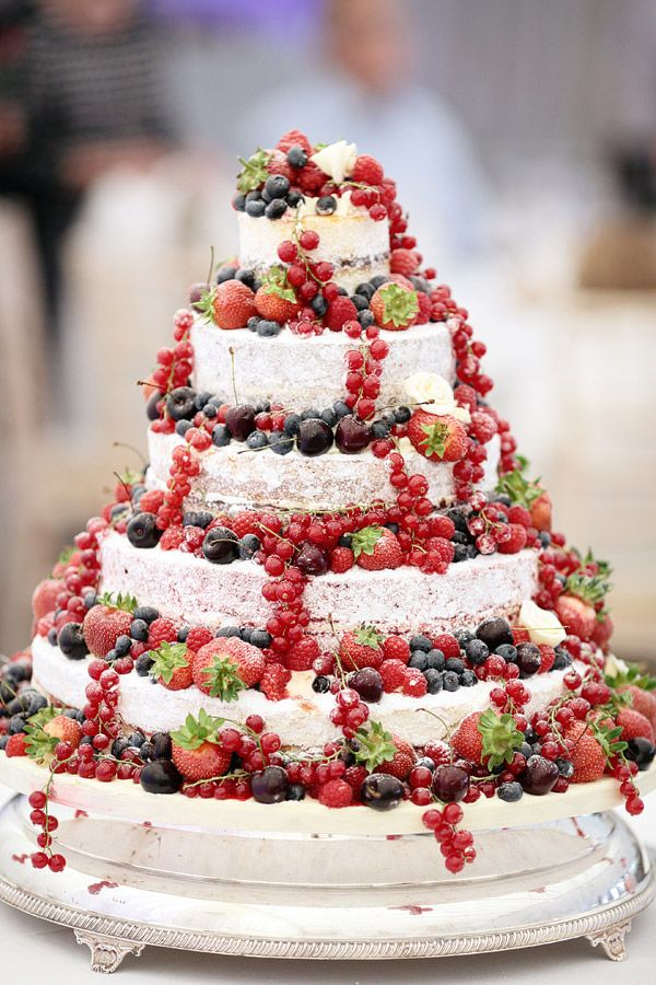 MARION   ANDREW S WEDDING AT MICKLEFIELD HALL   HERTFORDSHIRE     Naked wedding cake decorated with fruit