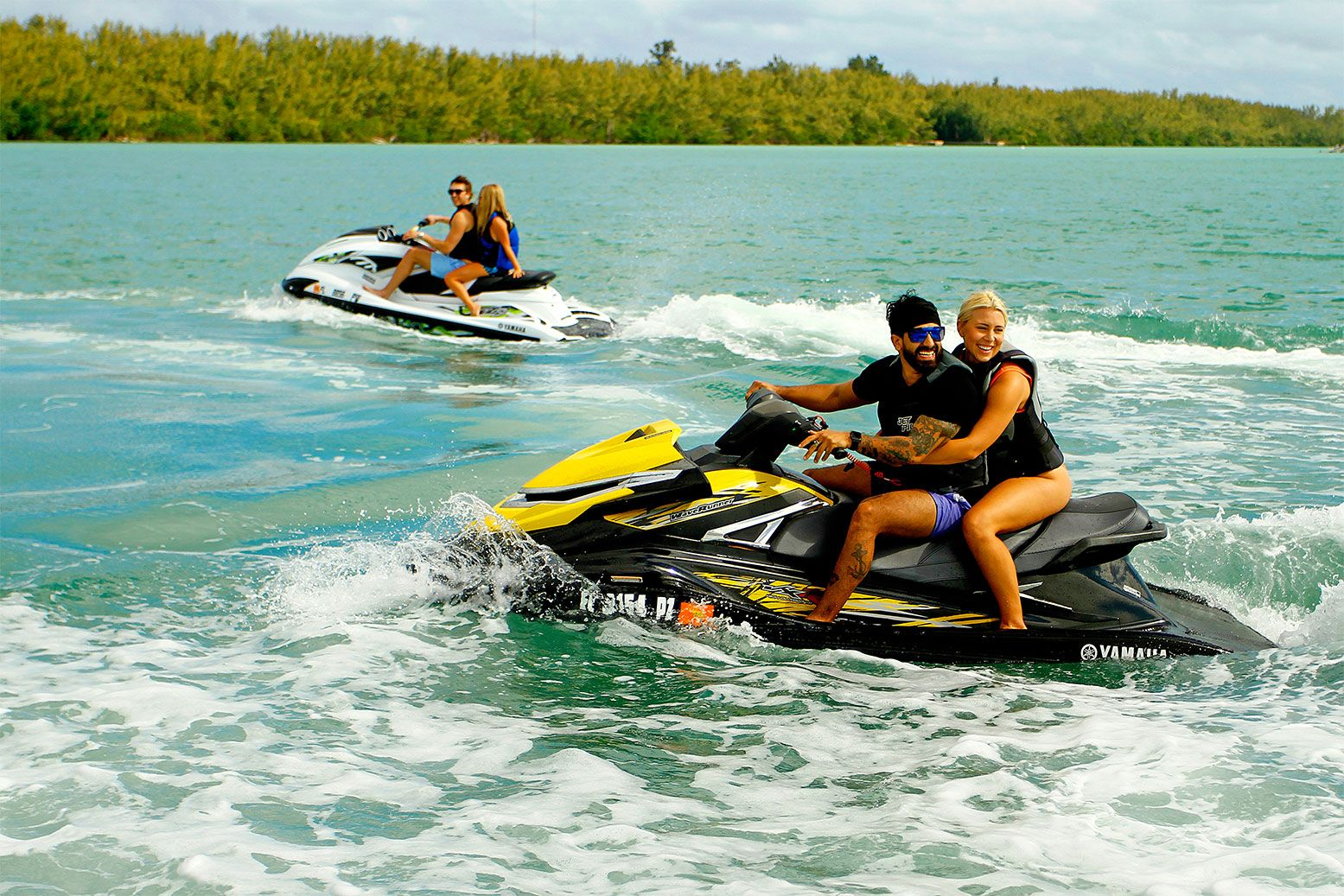 Crazywavesmiami Com Provides Party Boat And Yacht Rentals In