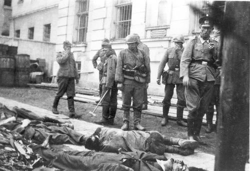Tarnopol, Poland, German soldiers next to bodies of Jews ... Pictures Of Pogroms In Poland