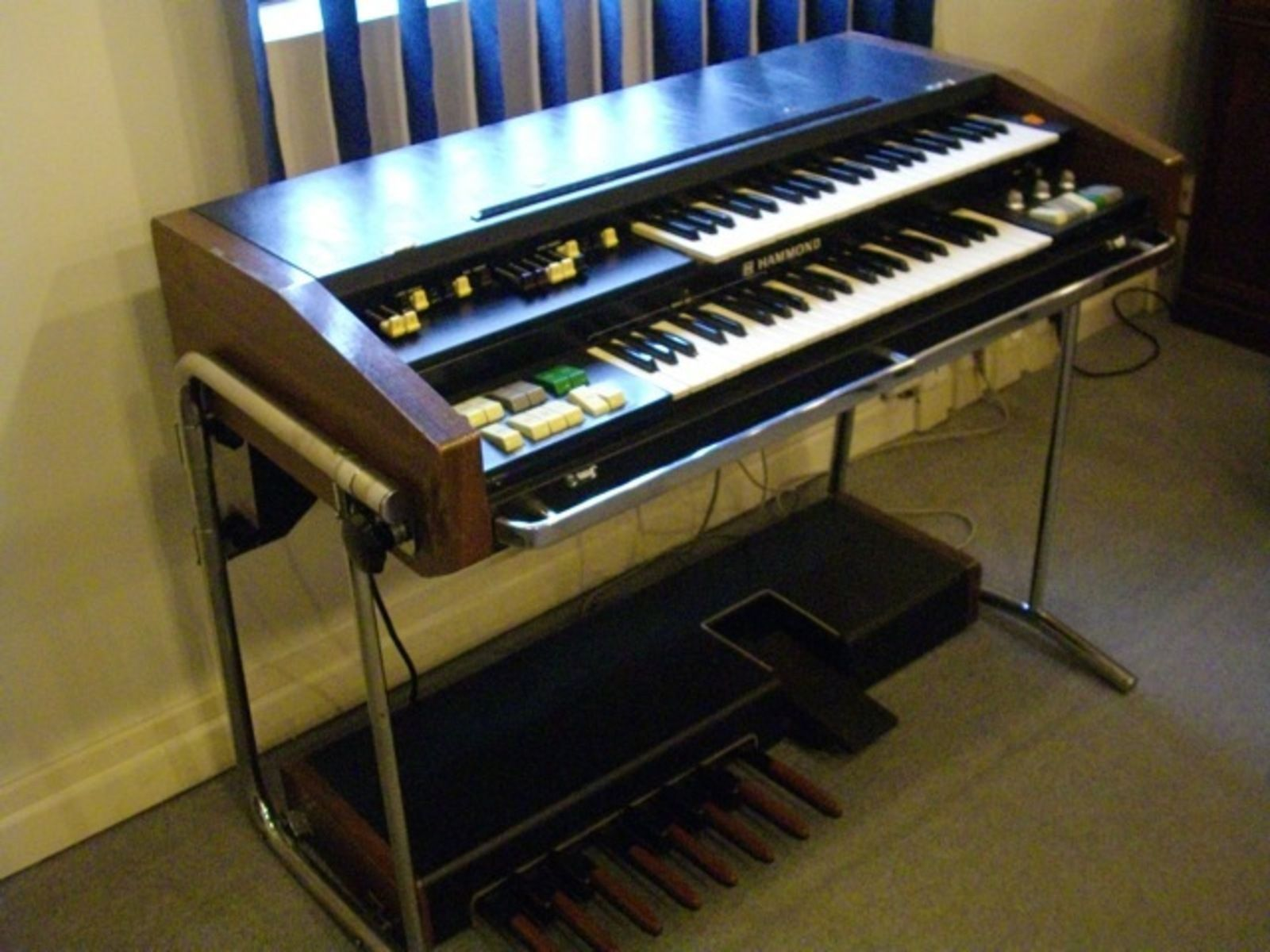 hammond x5i had one of these for a period sweet sound with the 760 leslie cabinet not exactly. Black Bedroom Furniture Sets. Home Design Ideas