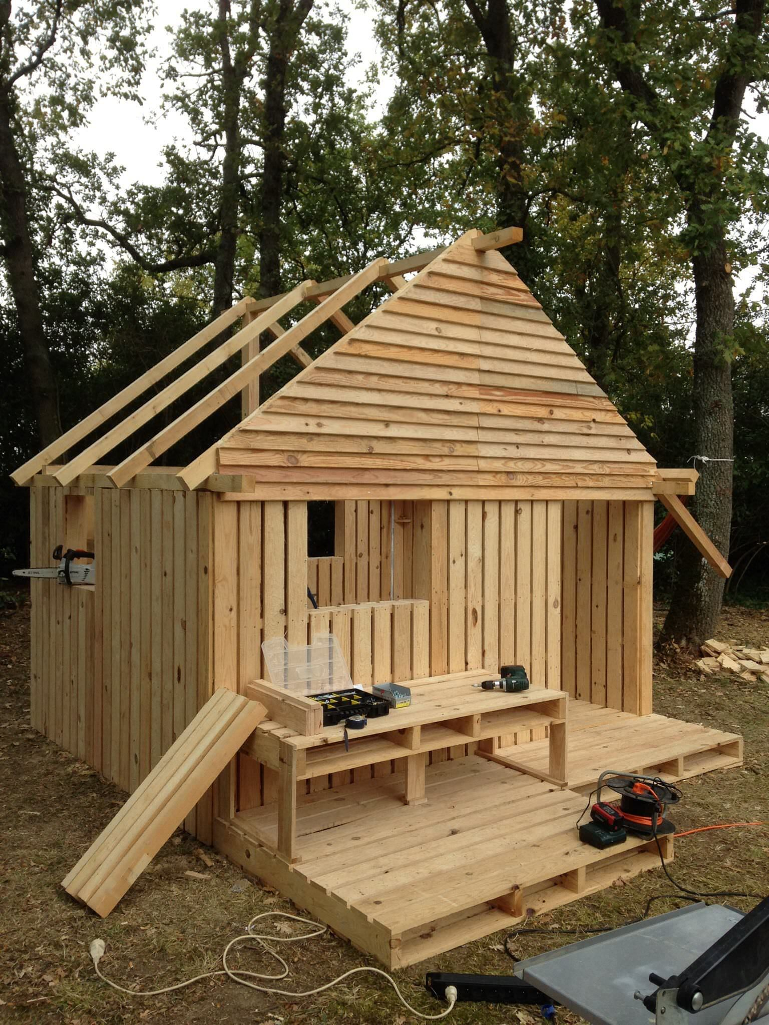 Teenager Cabin Made From 19 Wooden Pallets Kids Projects With Pallet Huts Cabins Playhouses