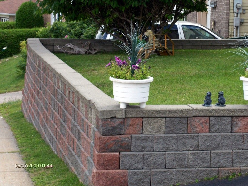 How to Build a Retaining Wall the Mortarless Way