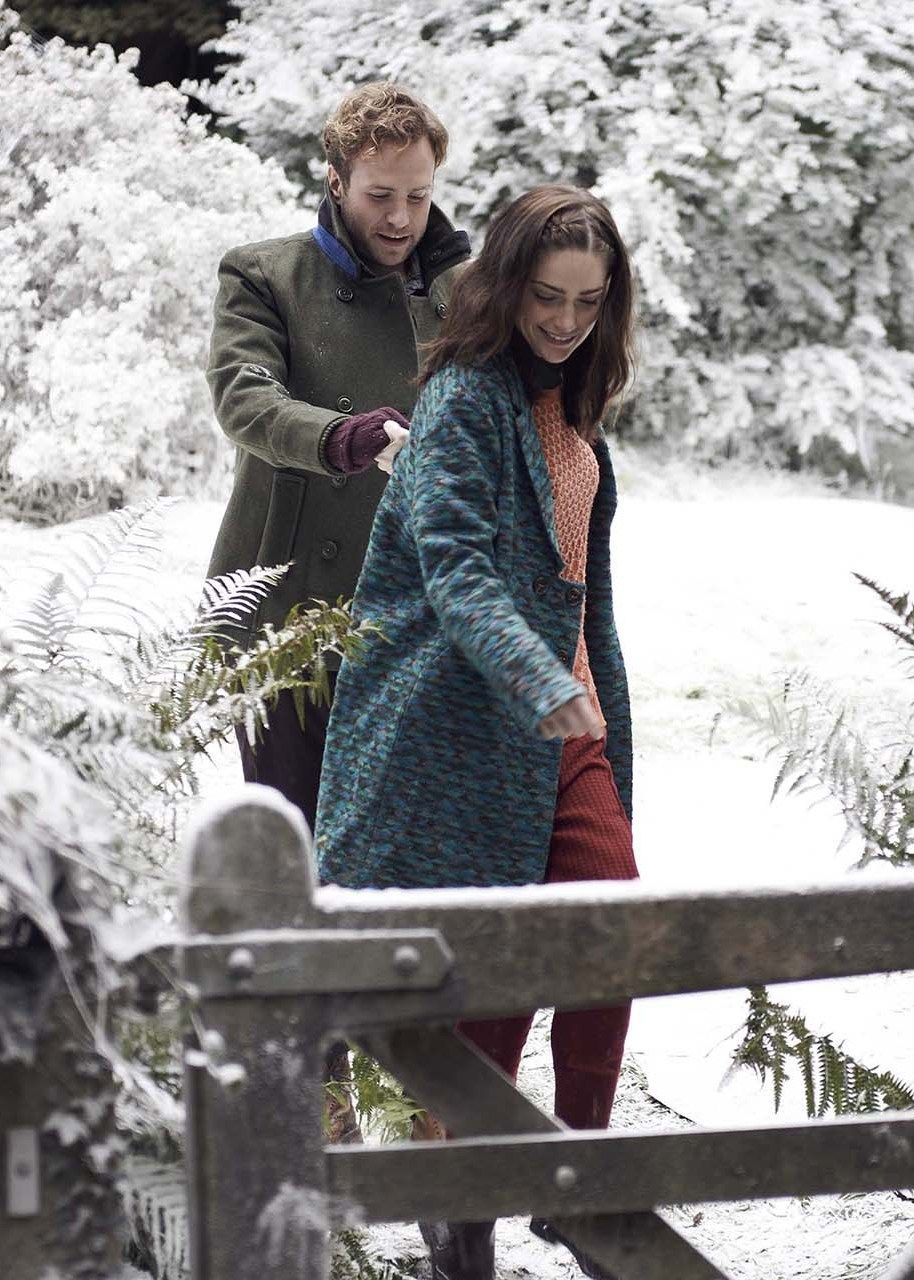 Black Mirror White Christmas.Rafe Spall And Janet Montgomery In White Christmas Black
