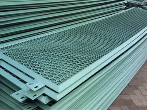 Best Many Expanded Metal Grating Panels With Green Surface And Diamond Holes Are Stacked Together 640 x 480