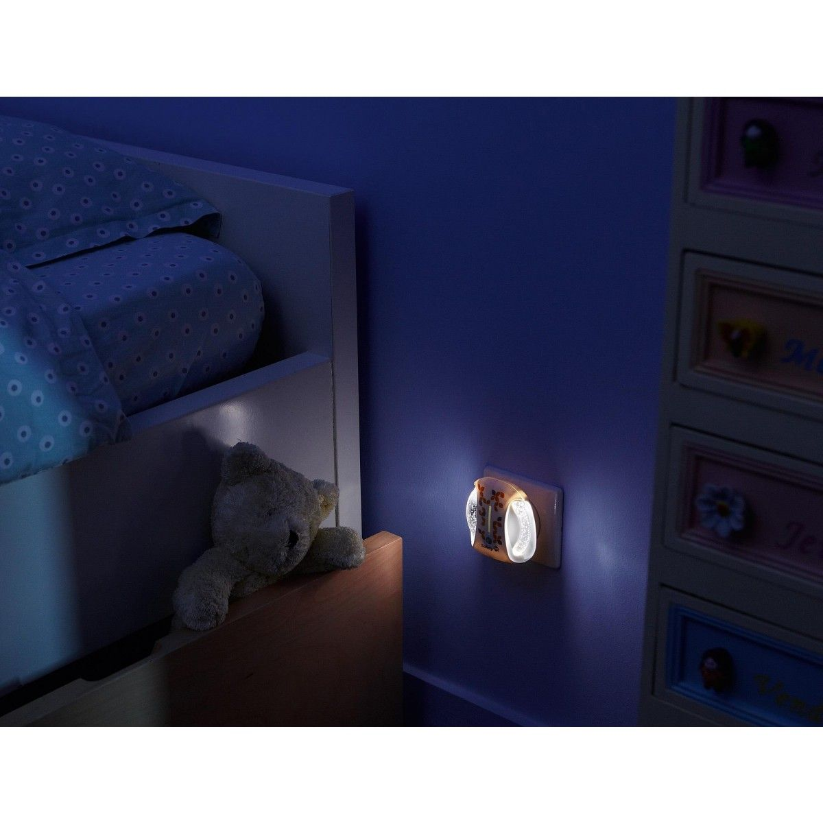 The Safety 1st Automatic Night Light is perfect to keep your child's room slightly lit while they sleep or to dimly light your hallway to help guide anyone to the bathroom when needed. #night #nighttime #toddler #growingup