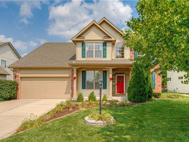 Do you know someone looking for a home, or are you looking for a home? Check this one out!  #myrealtormolly #lovewhereyoulive #howihome #realestate