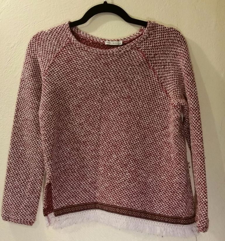 TRENDIER. Sweater  Marca Bershka  Modelo bershka girl  Color Rojo