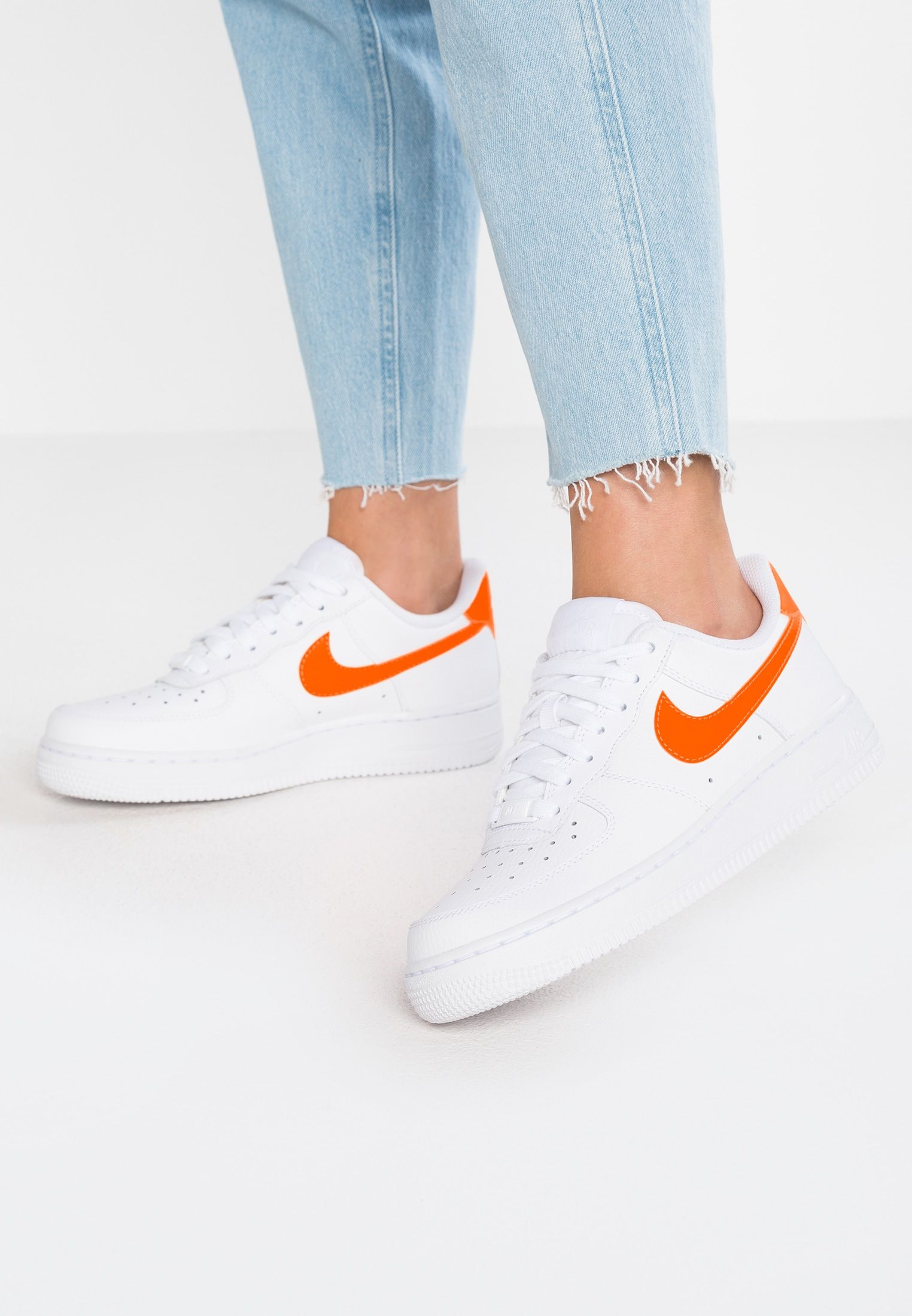Nike Sportswear Air Force 1 07 Sneakers Laag White Total Orange Zalando Nl Nike Air Force Nike Nike Air