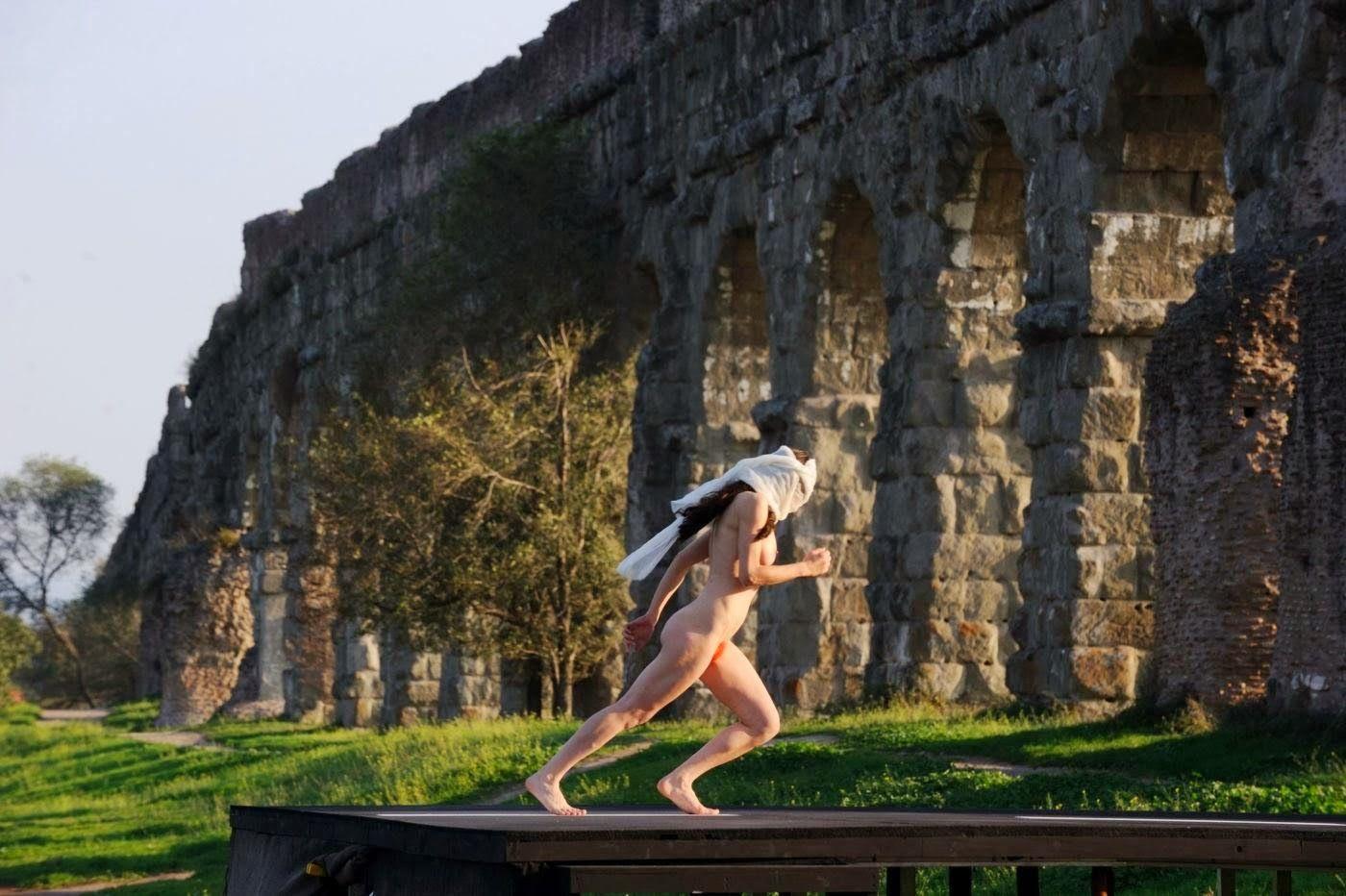 Performance artistica all\'acquedotto romano \'\'Talia Concept\'\' Si ...