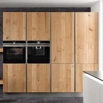Drewniane Fronty Nowoczesny Piekarnik I Ekspres Do Kawy W Zabudowie Kitchen Cabinet Design Contemporary Kitchen Design Kitchen Design