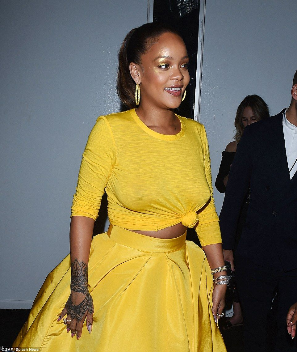 8de7556c5a Mellow yellow  She added dazzling jewels into the ensemble while storming  the red carpet with her admirers