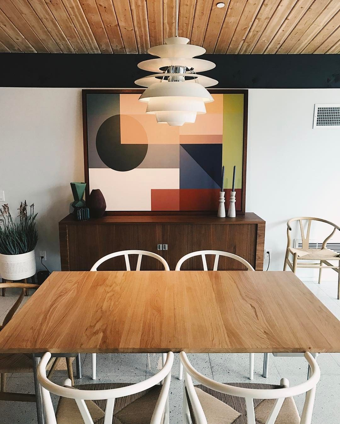 "8,910 likerklikk, 26 kommentarer – Design Milk (@designmilk) på Instagram: ""Sneakin' and peekin' at the #mwsocialhouse in Palm Springs for #modernismweek, interiors styling…"""