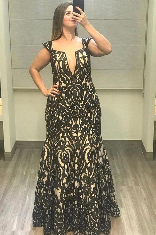 9e366affb vestido longo, forro nude com sobreposição em renda preta, decote v com  transparência