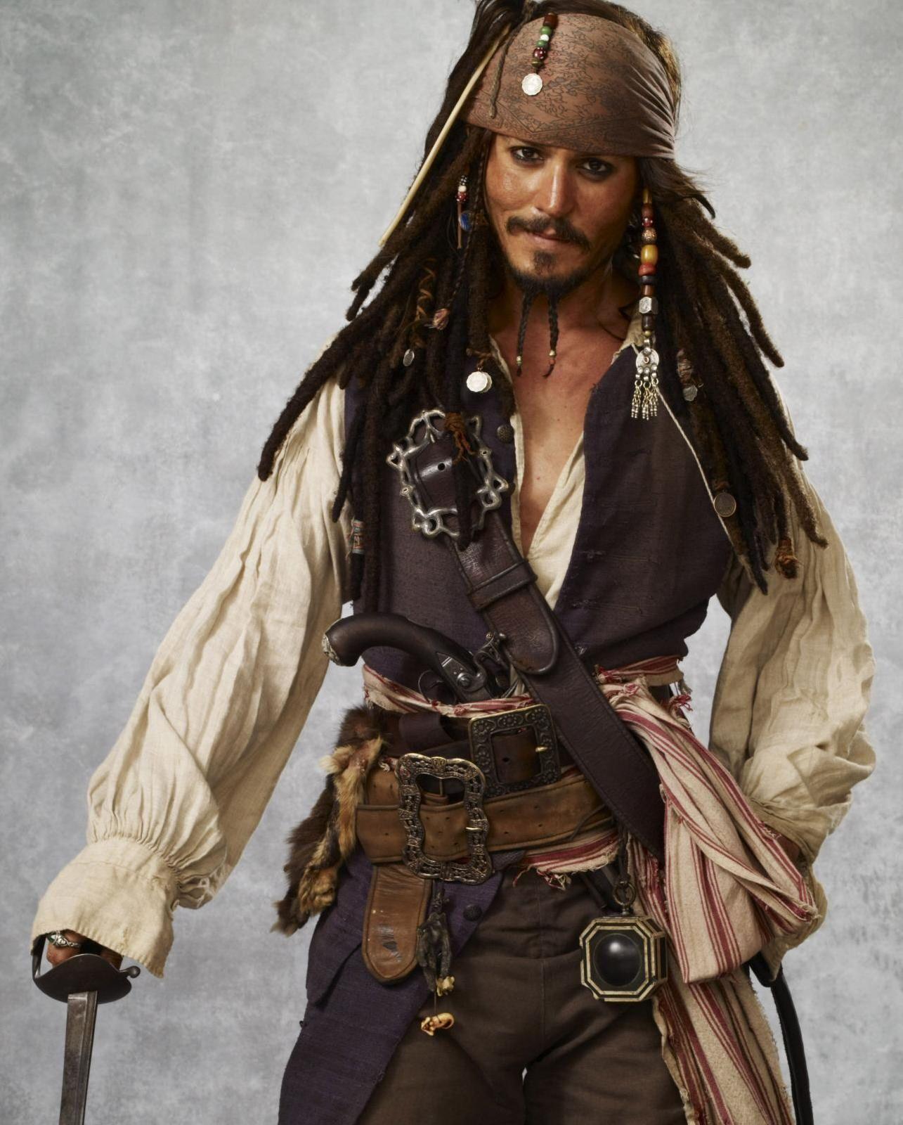 Captain Jack Sparrow Pirates Of The Caribbean 1 4 Played By Johnny Depp Piratas Del Caribe Johnny Depp Gorrion