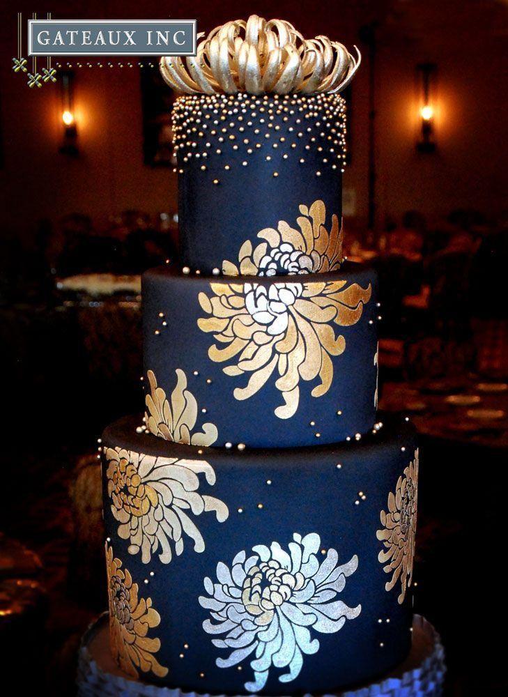 Ausgefallene Hochzeitstorte In Blau Schwarz Mit Goldenen Blumen