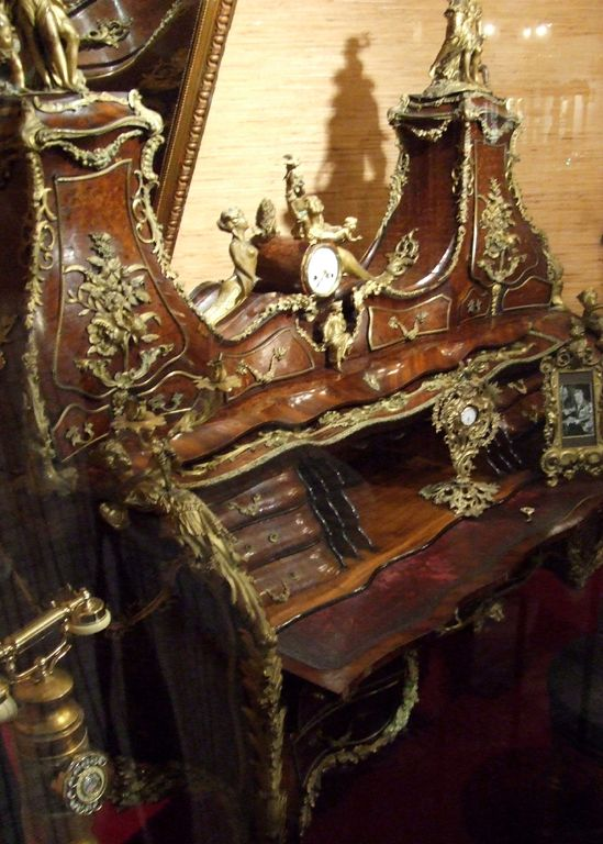 Liberace - Objets Personnels - Meubles - Bureau Secrétaire ayant appartenu au Tsar Nicolas II