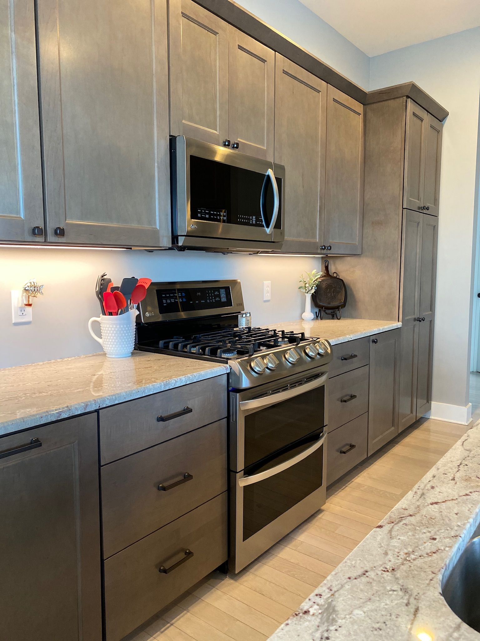 River White Granite Smoke Cabinets In 2020 River White Granite Kitchen Kitchen Cabinets