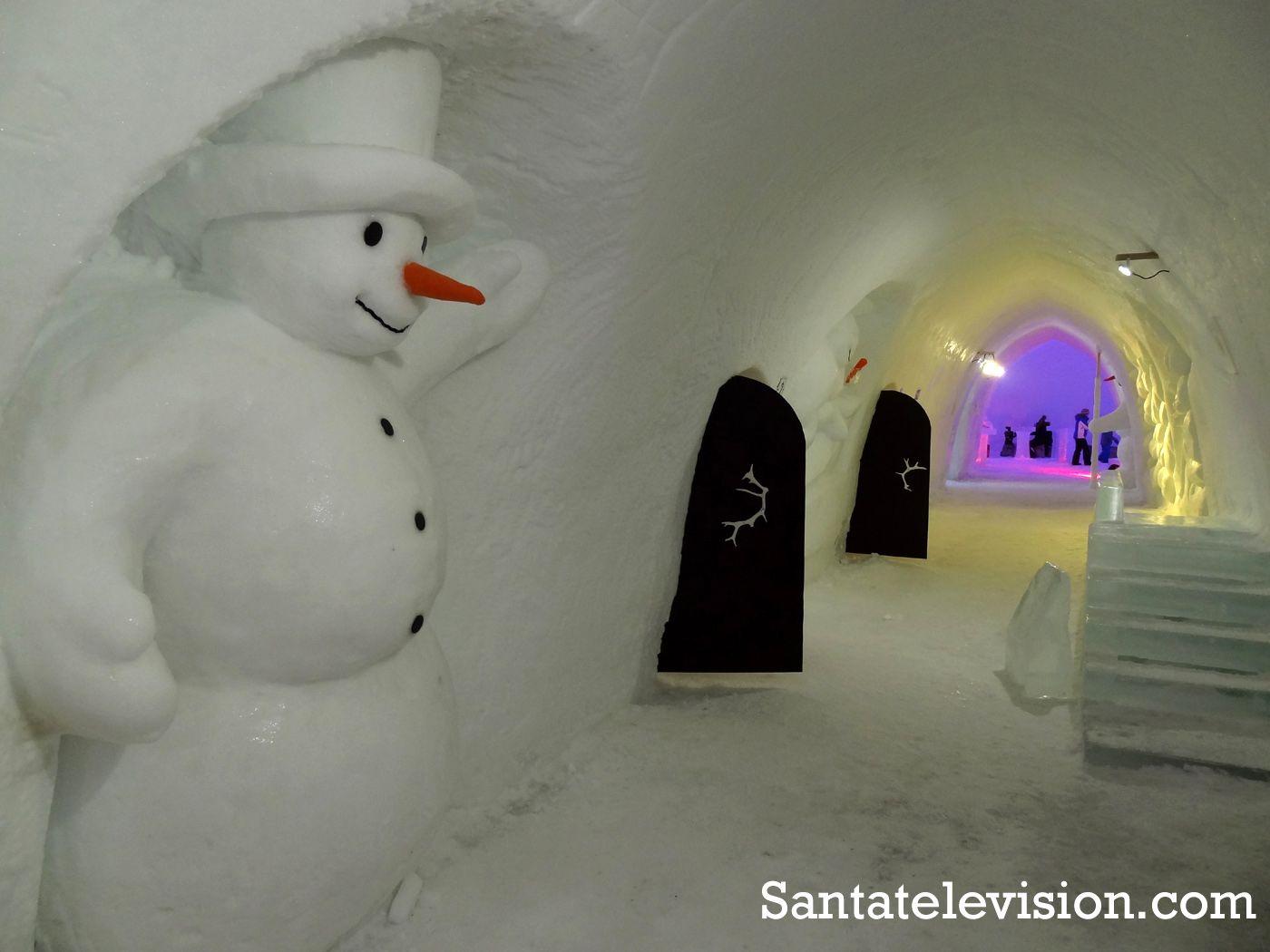 Lumiukkomaailma Snowman Worldin käytäväJoulupukin Pajakylässä Rovaniemellä