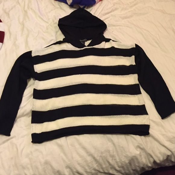 Black and white striped hooded sweater Also a lightweight hooded sweater, black and white striped. Perfect for spring and summer nights, also never worn and super cute! ☺️ Forever 21 Sweaters
