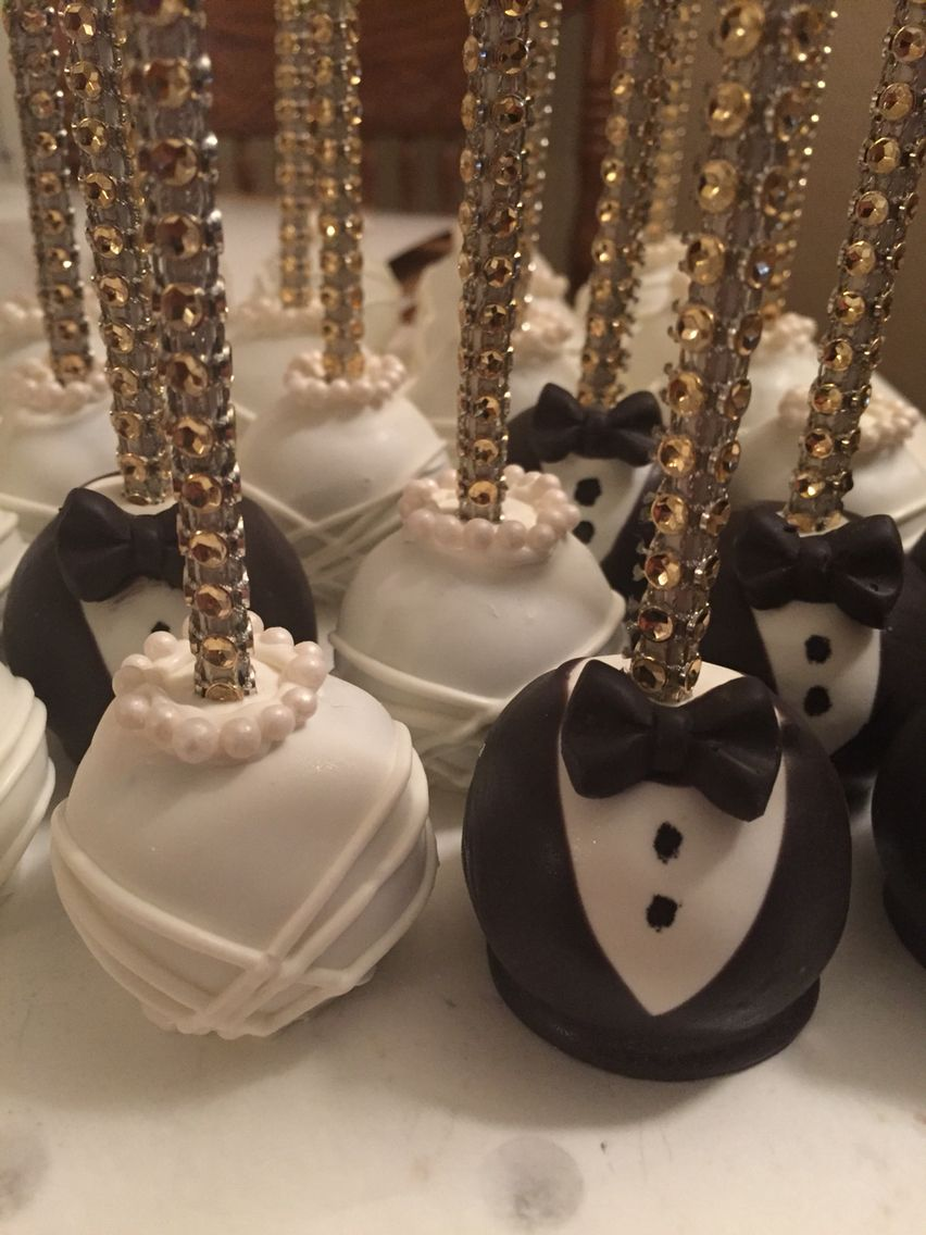 Bride and groom cakepops with images chocolate
