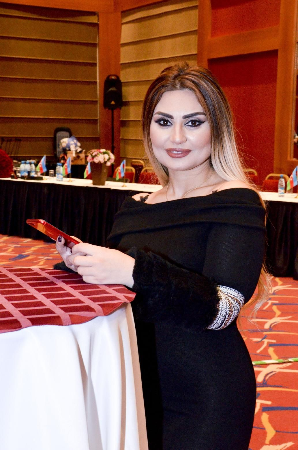 Sebnem Tovuzlu Sah Mp3 Yukle In 2021 Fashion Saree Sari