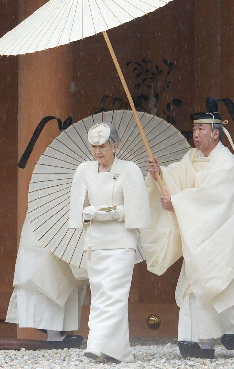 lassenmichsterben:  The Empress of Japan scalaregia on FB