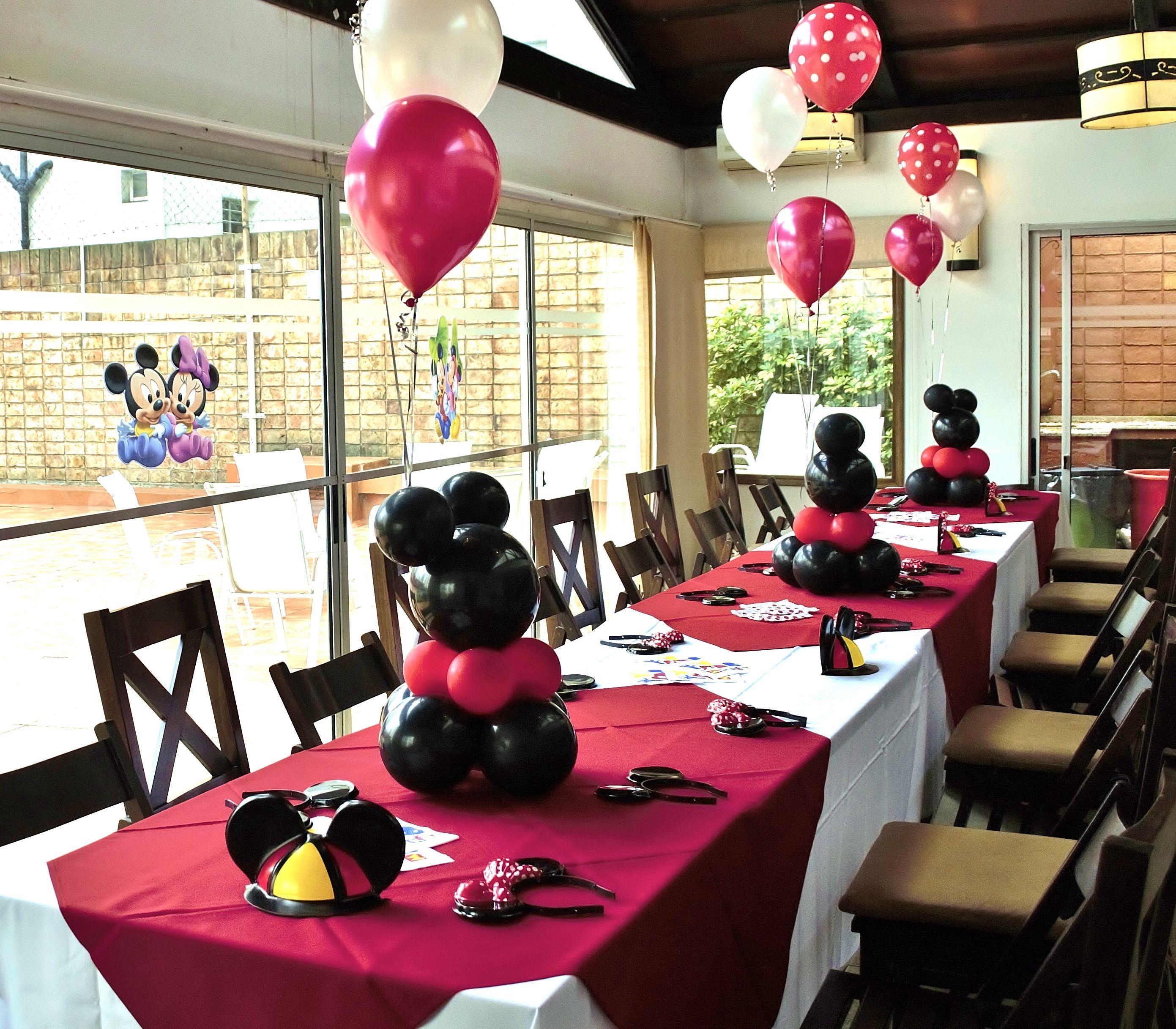 Decoraci n mickey con globos aire y helio hac click en la for Decoracion con fotos