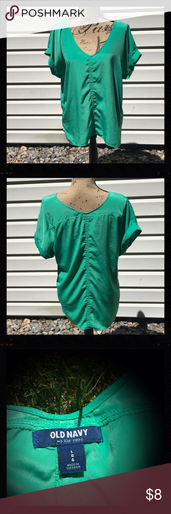 Old Navy blouse Green silky old Navy blouse. Loose fitting. Great for summer! Good condition! Old Navy Tops Blouses