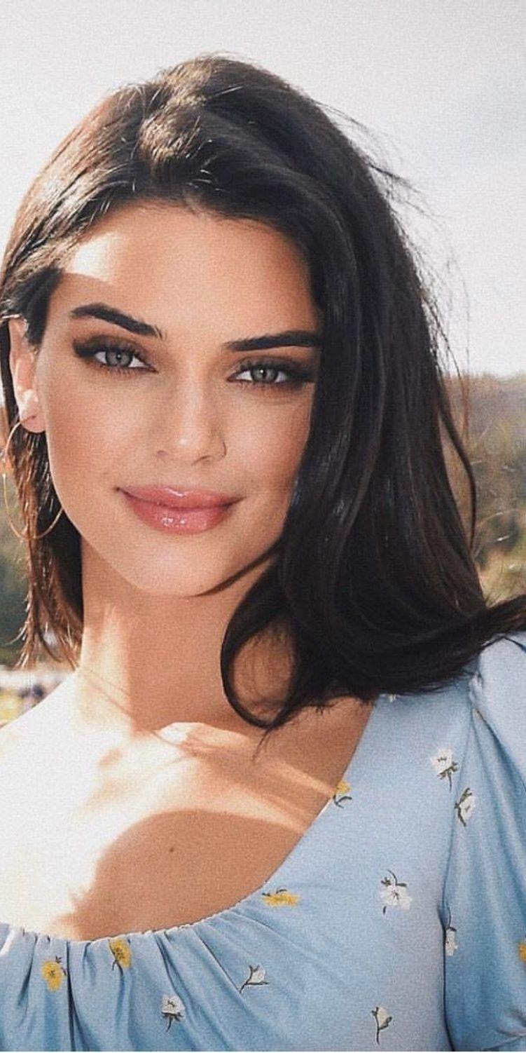 Kendall Jenner Hairstyle  Kendall jenner hair, Kendall jenner