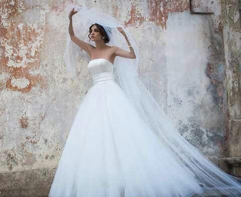 Gorgeous A-line wedding dress satin top tulle bottom with plain tulle veil