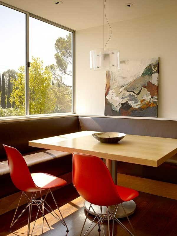 Essecke Gestalten Braunes Leder Ecksofa Rote Plastikstühle Eckbank Modern,  Esszimmer Ideen, Haus Einrichten,