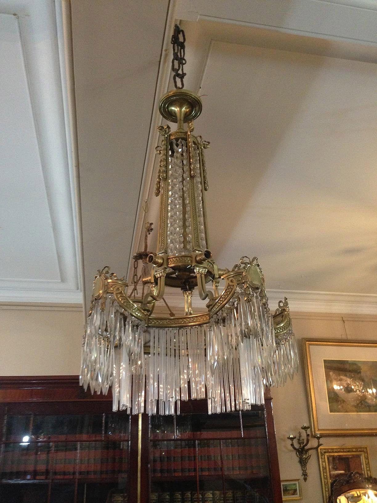 Buckingham palace buckingham palace chandeliers and decorating buckingham palace crystal dropbuckingham palacecrystal chandeliers palacesbronze arubaitofo Images
