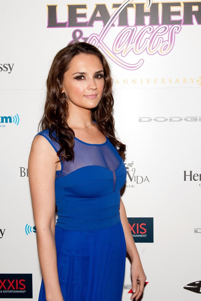 Morning Links: Rachael Leigh Cook Pregnant With Her First Child