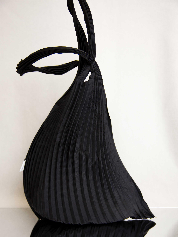 c7c8add390e0 me ISSEY MIYAKE Swing Pleats Bag