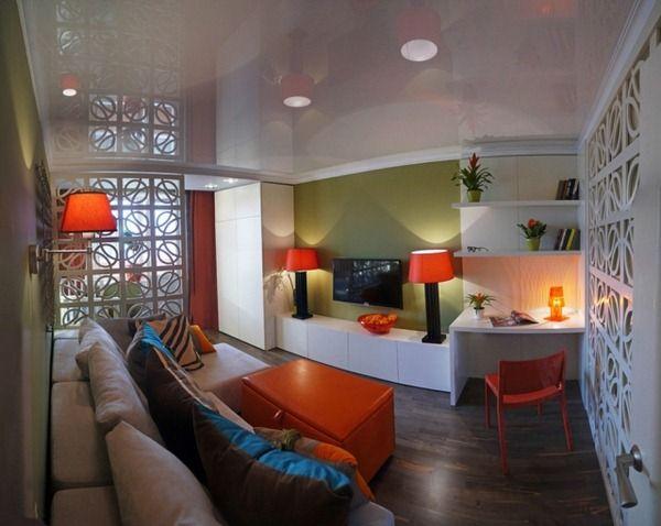 kleines-wohnzimmer-einrichten-tipps-gruene-akzentwand-glanzdecke ...