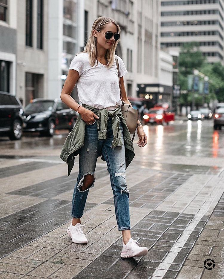 678639f31aca9 Trendy distressed denim jeans with simple white tee