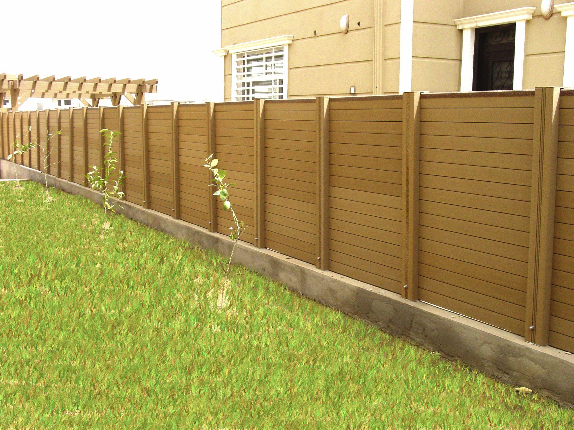 Valla de madera sintetica para separacion y ocultacion del perimetro de un chalet - Ocultacion para jardin ...