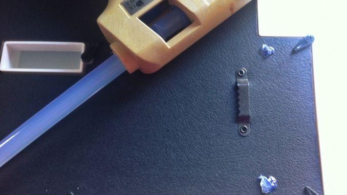 Nicht nur zum Basteln kann man die Heißklebepistole verwenden, auch im Alltag kann sie sehr hilfreiche sein.