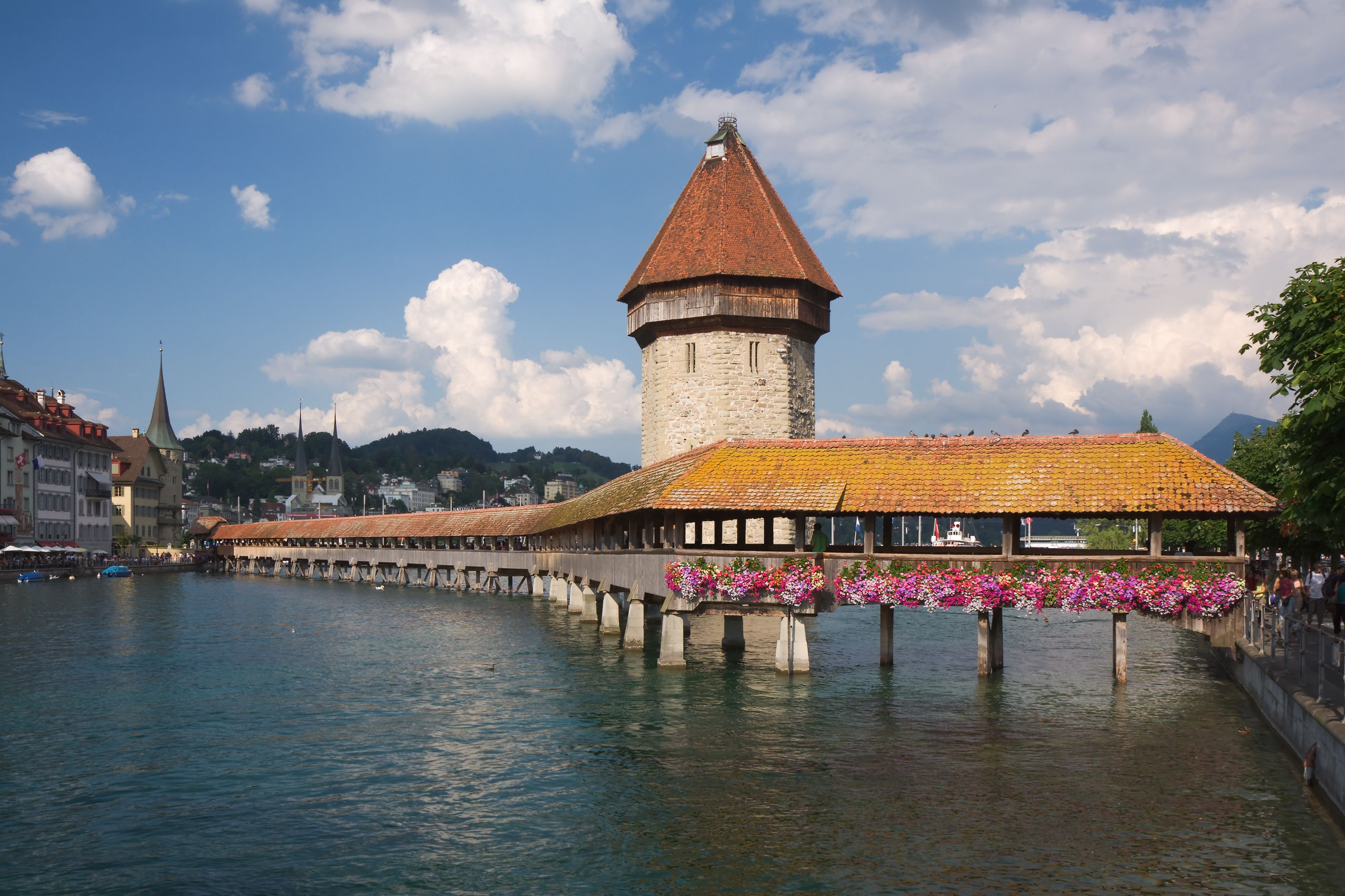 The Chapel Bridge (German: Kapellbrücke) Is A Covered Wooden Footbridge  Spanning Diagonally Across The Reuss River In The City Of Lucerne In  Central ...