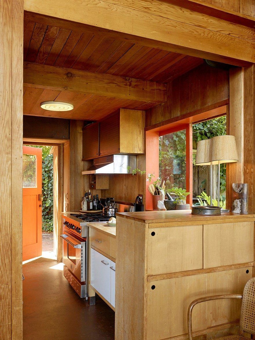 A Mill Valley House Made Of Red Cedar And Glass In 2020 House Interior Classic Home Decor Home Remodeling
