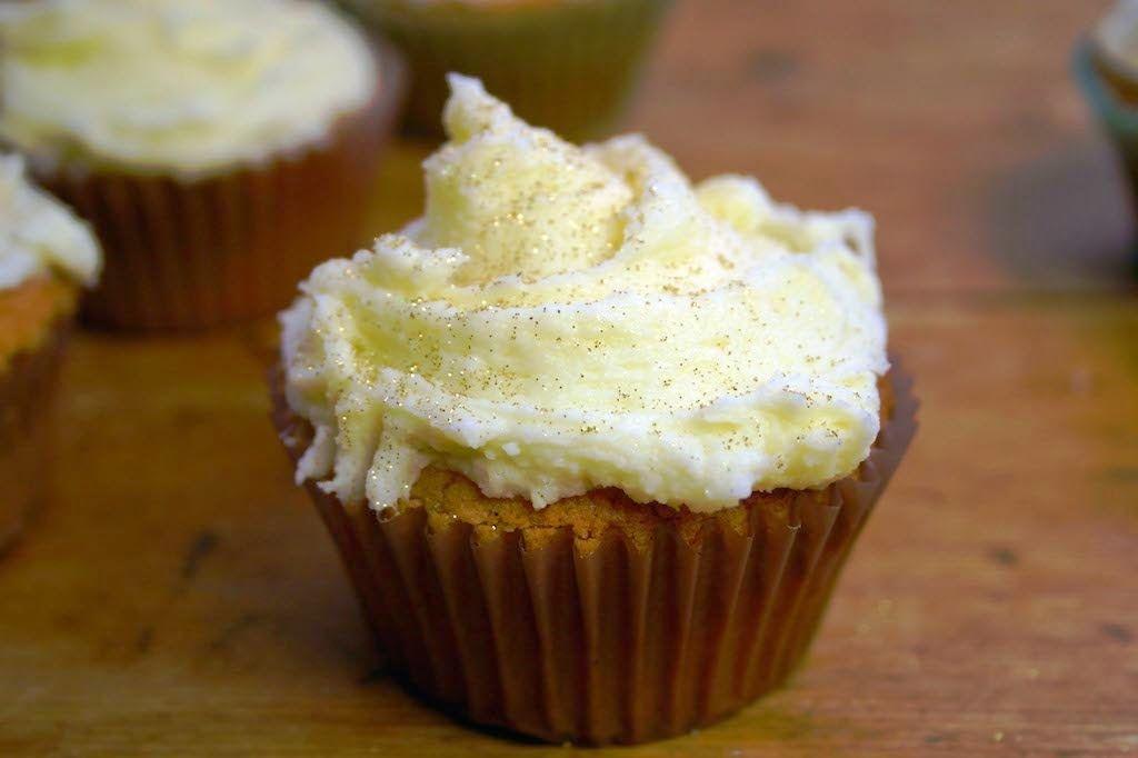 Belleau Kitchen: christmas cappuccino cream stuffed cupcakes #Christmas #baking #cupcakes