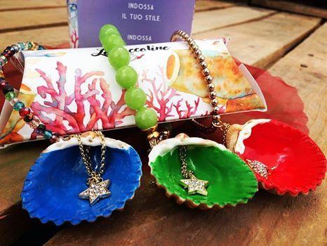 Il blu del mare, il verde dei fiori, o il rosso dell'estate? Ogni Coccolina custodisce un segreto...scegli quella che illumina il tuo look! 😍 #lecoccoline sono i gioielli esclusivi del #farodicapelrosso...da oggi puoi averle a casa tua senza costi di spedizione! 😊  Indossa il tuo stile...indossa Le Coccoline! 💎🛍👗👗👛💍