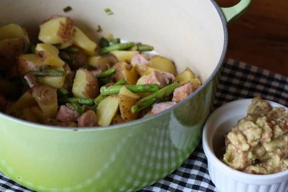 Patatas con espárragos, ajos tiernos y guacamole