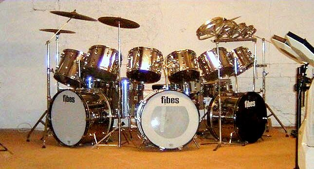 Probably The Biggest Fibes Drum Kit In The World A Simmons Sds 1000 In The Foreground On The Right Drums Vintage Drums Drum Kits