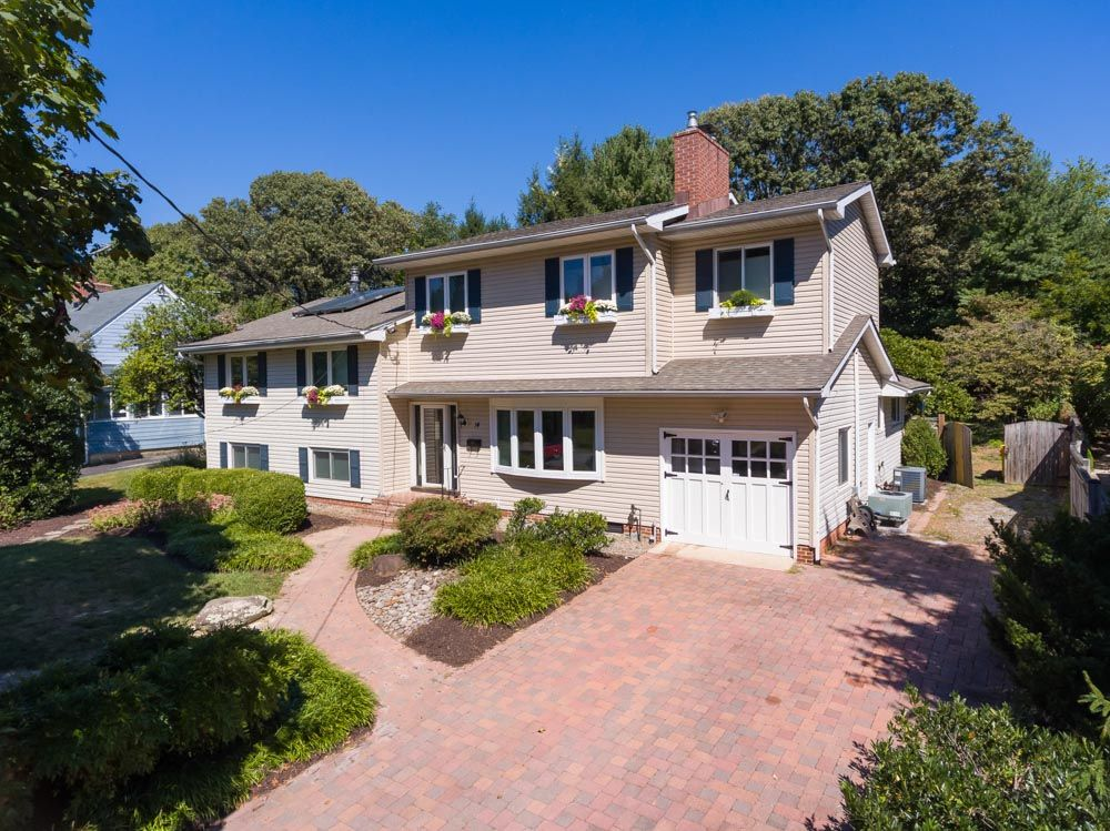 Recent Sales Carol Synder Group House styles, Mansions