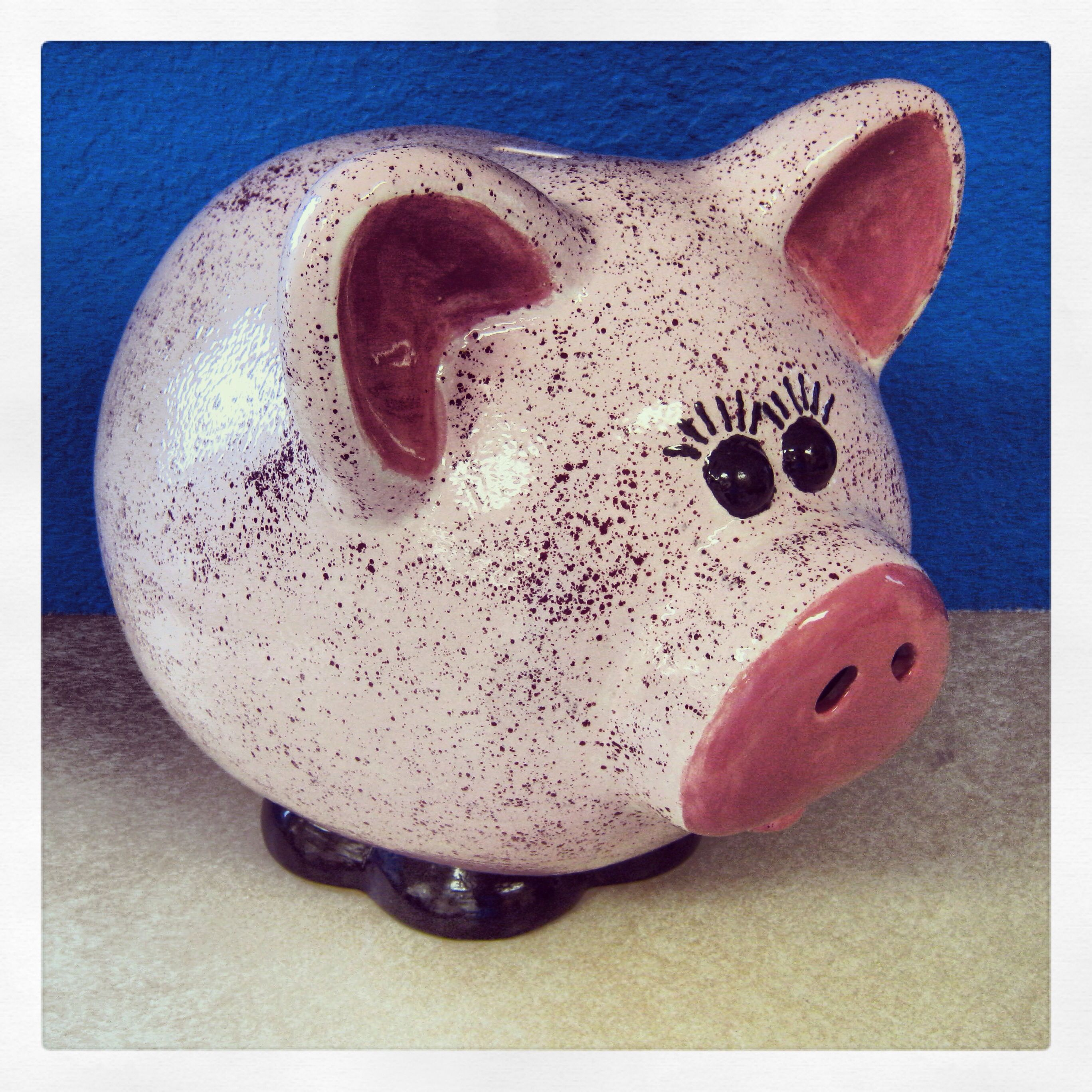 Amazing Simple Detail On This Ceramic Piggy Bank With Speckle Paint - Paint plus