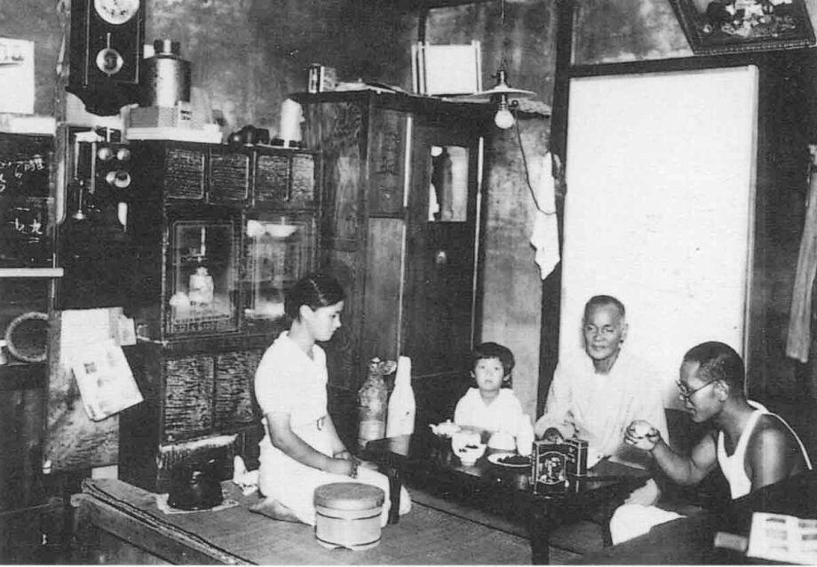 昭和10年 タクシー運転手の家庭(畫像あり)   昔の寫真, 古い寫真, 昭和時代