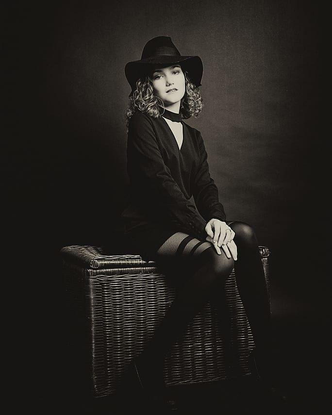 17 vind-ik-leuks, 0 opmerkingen - Rob Lammerts Fotografie (@rob_lammerts_fotografie) op Instagram: 'Beautiful Mila in an oldfashioned look. . . . #fashionphotography #fashionphoto #fashionmodel…'