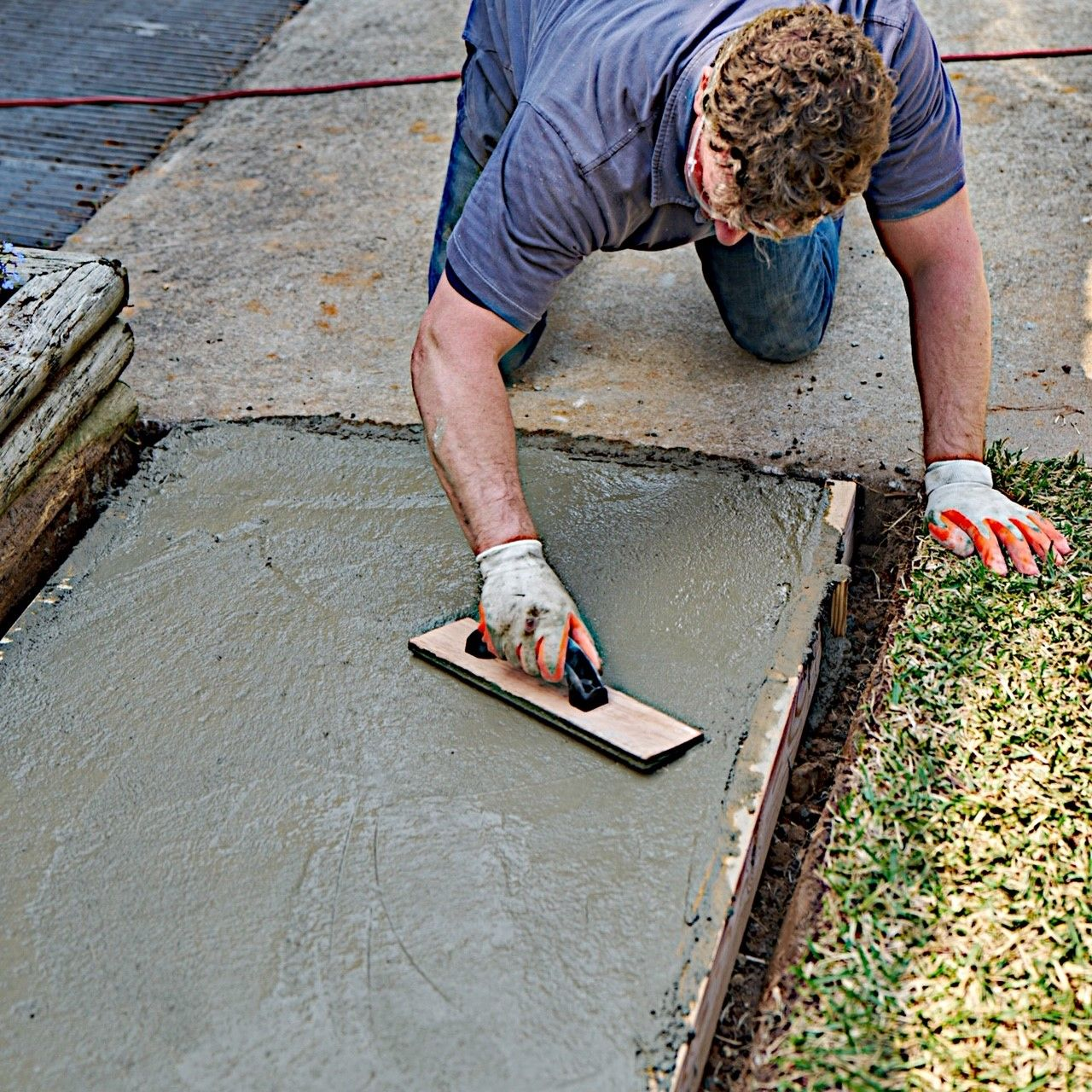How to trowel and finish a concrete sidewalk or patio
